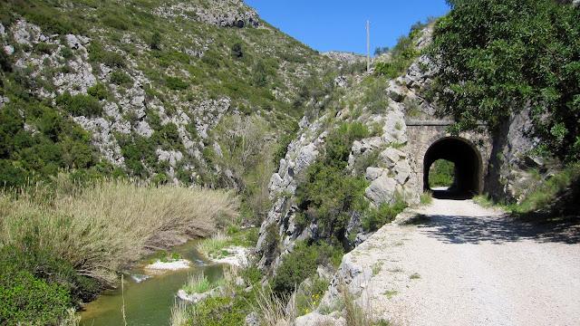 Túnel del ferrocarril Alcoi-Gandia al Racó del Duc o barranc de l'Infern