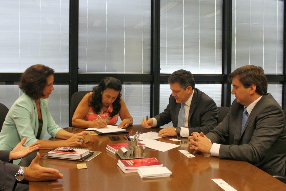 Celulose Irani assina protocolo para investir R$ 220 milhões em Santa Luzia
