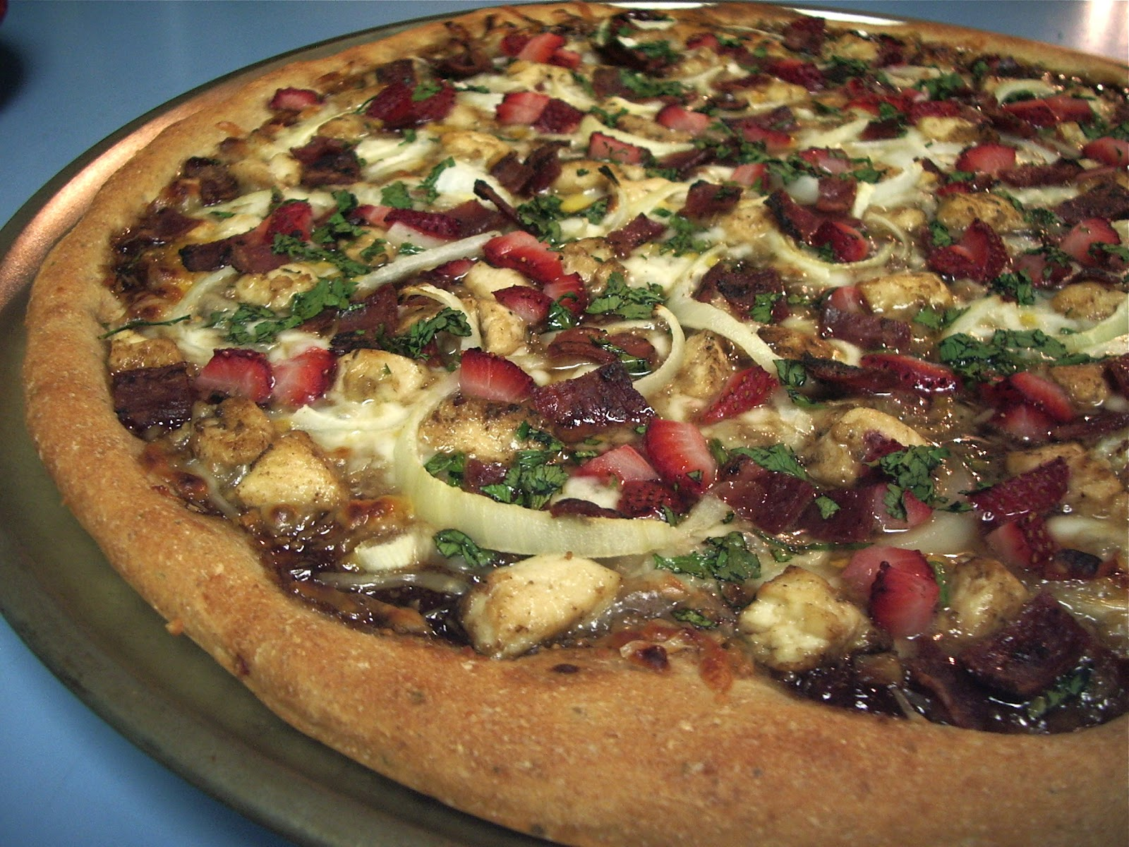 KitchenJoy: Strawberry Balsamic Bacon Pizza