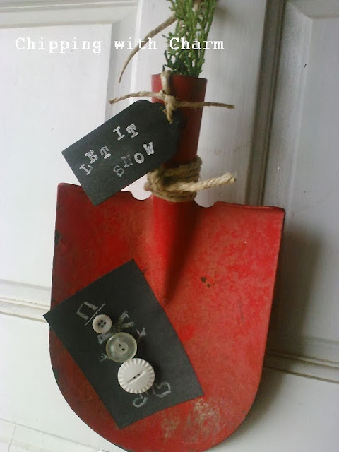 Chipping with Charm: Red Shovel Photo Holder...http://www.chippingwithcharm.blogspot.com/
