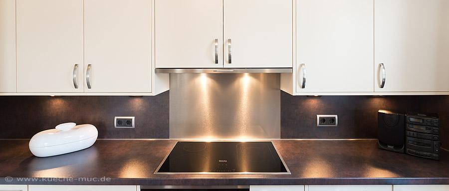 Neue Arbeitsplatten, neue Küchenrückwand und die passende Beleuchtung - alles aus 1 Hand