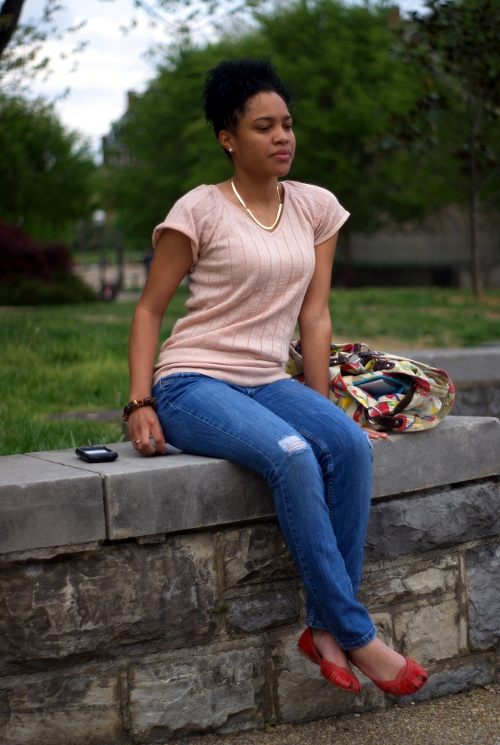 peach top with frayed jeans and red flats, virginia tech fashion, virginia street style