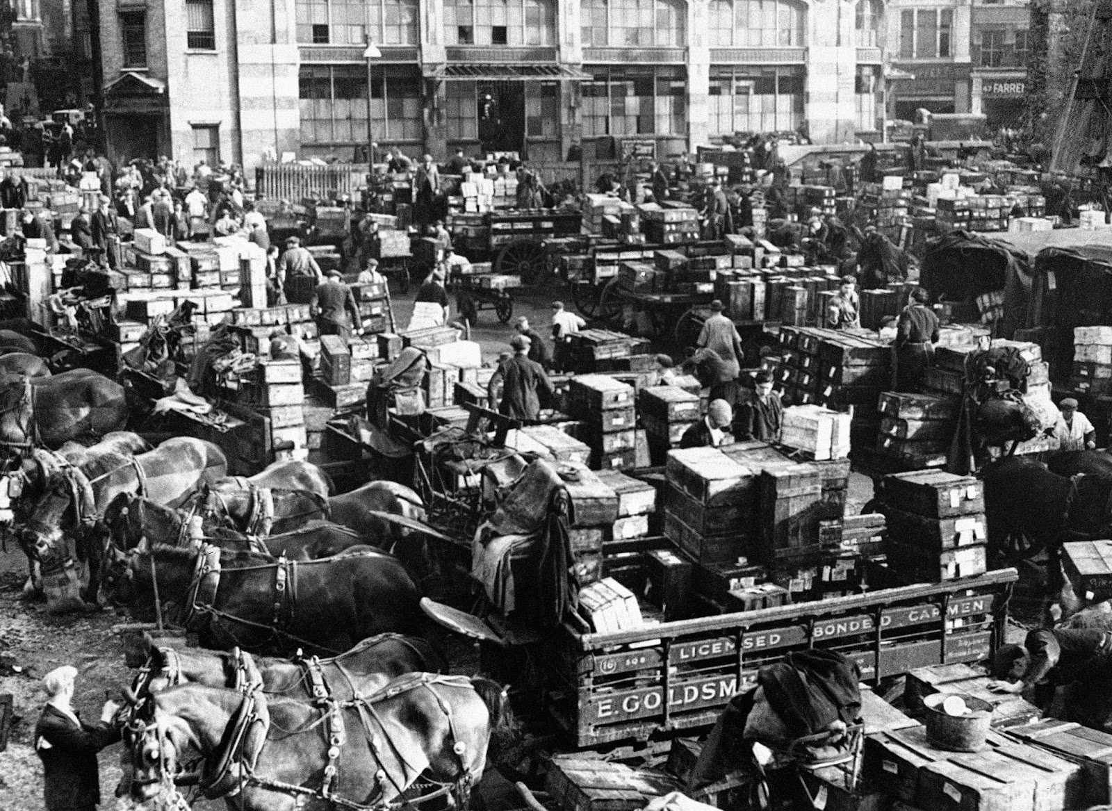 Vintage photos of the old billingsgate fish market in the for La fish market