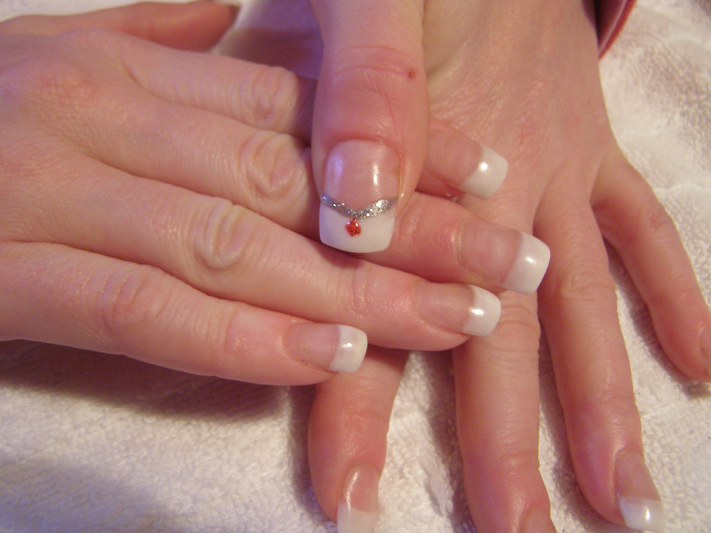 Jarap: Selena Gomez Beautiful Nail Art Designs Photo Gallery