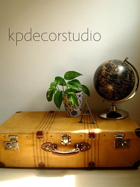 Comprar maletas antiguas estilo vintage para decoración. Maletas para decoradores en valencia.
