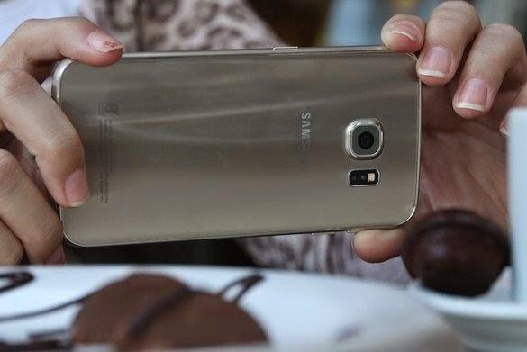 Detalhe da câmera do Galaxy S6 Edge