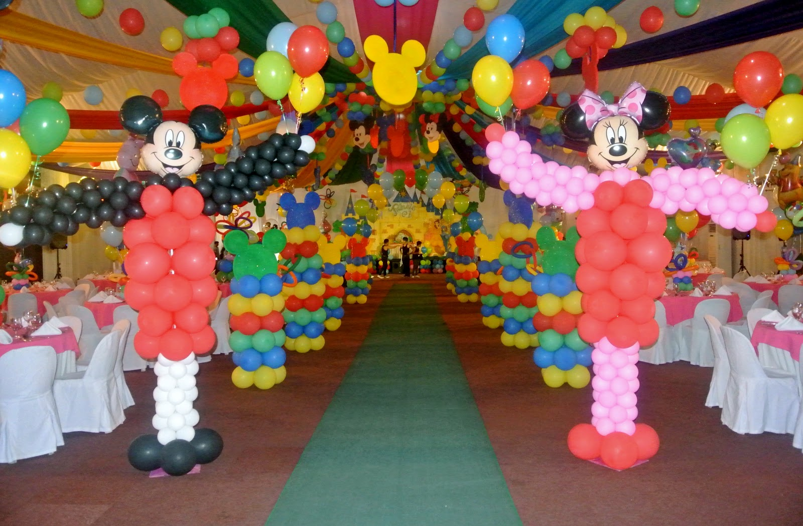 Parties by agel disneyland theme party - S party theme decorations ...
