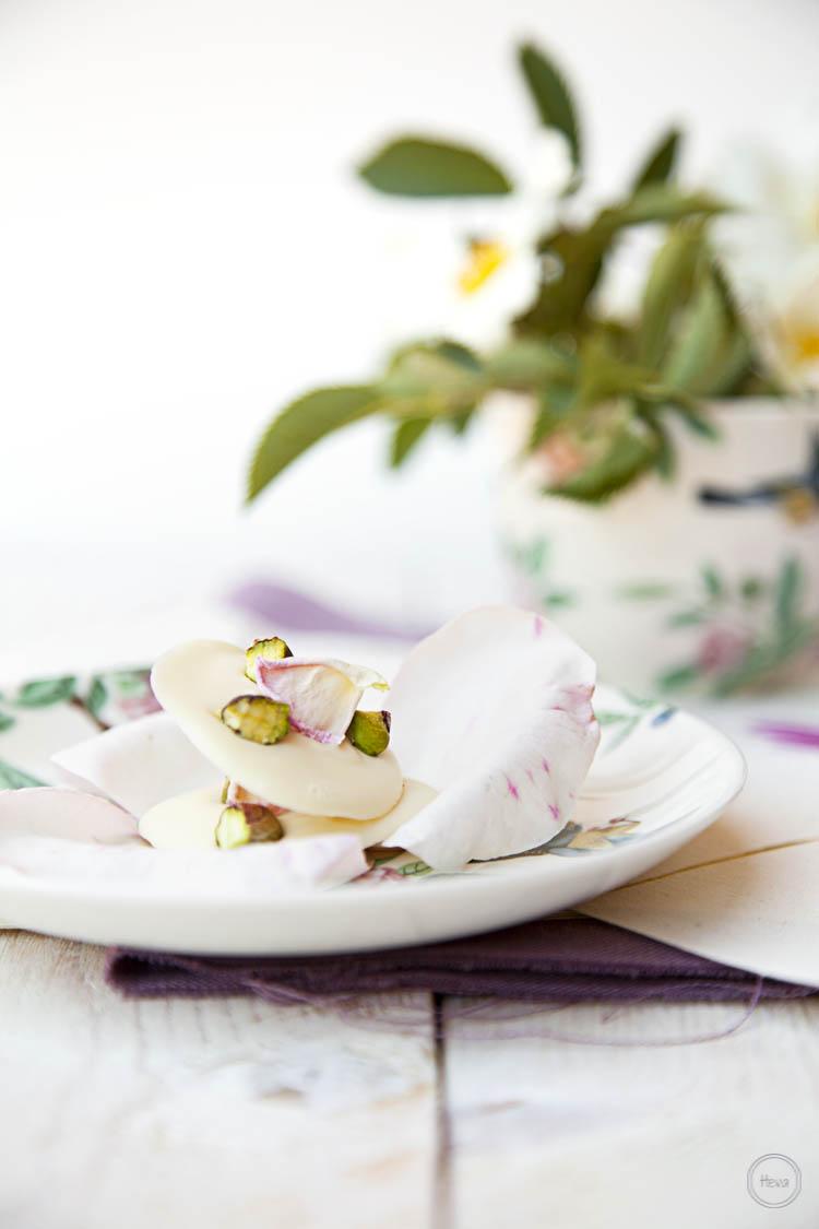 Capricho blanco de pistacho y rosas