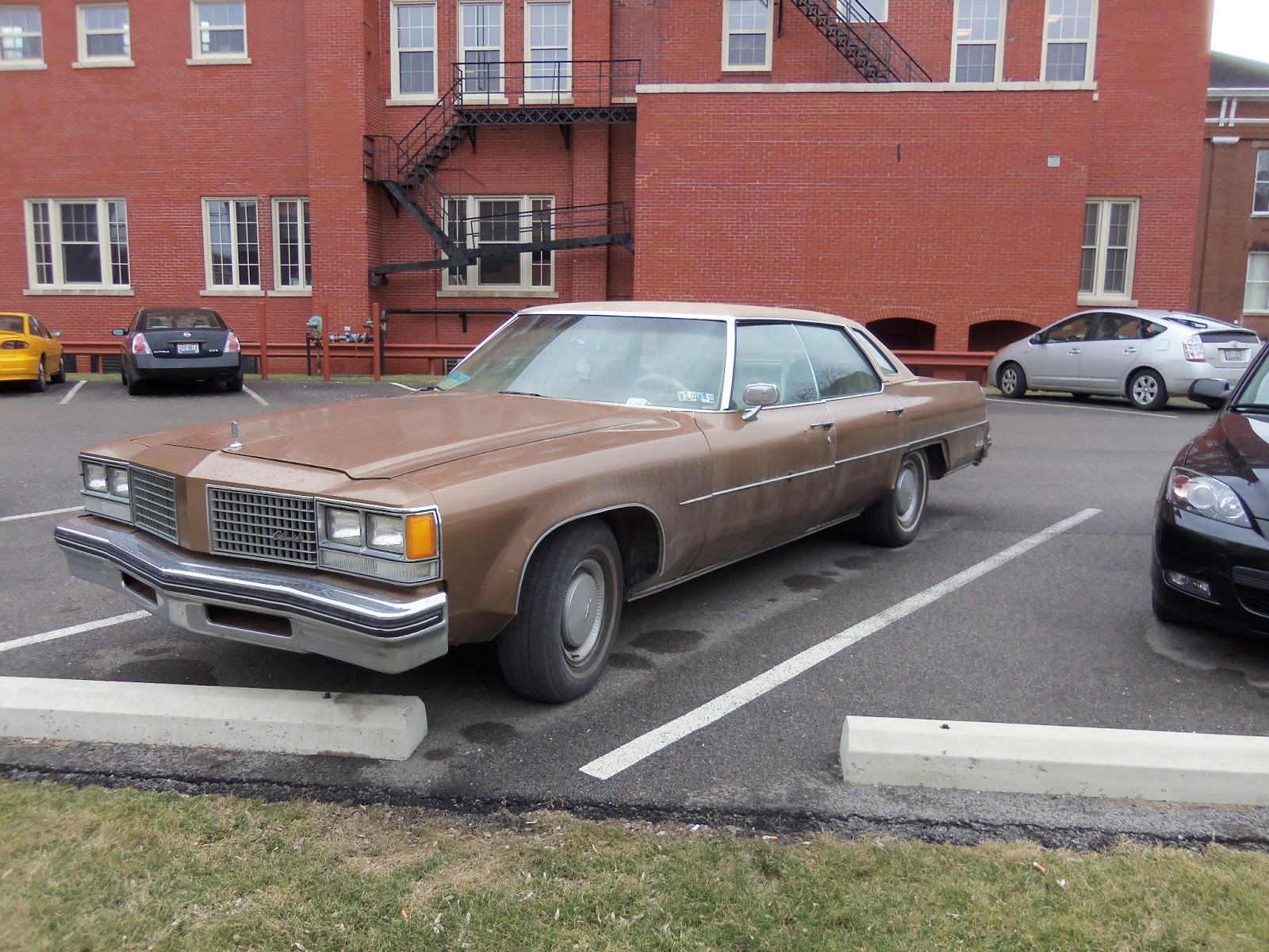 1976 Oldsmobile 98 Daily Driver Wayward Cars All Things 1941 Ninety Eight Looks Ok From Here Just Missing The Skirts