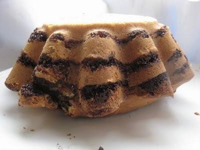 Prajitura cu umplutura de nuci-scortisoara-cacao