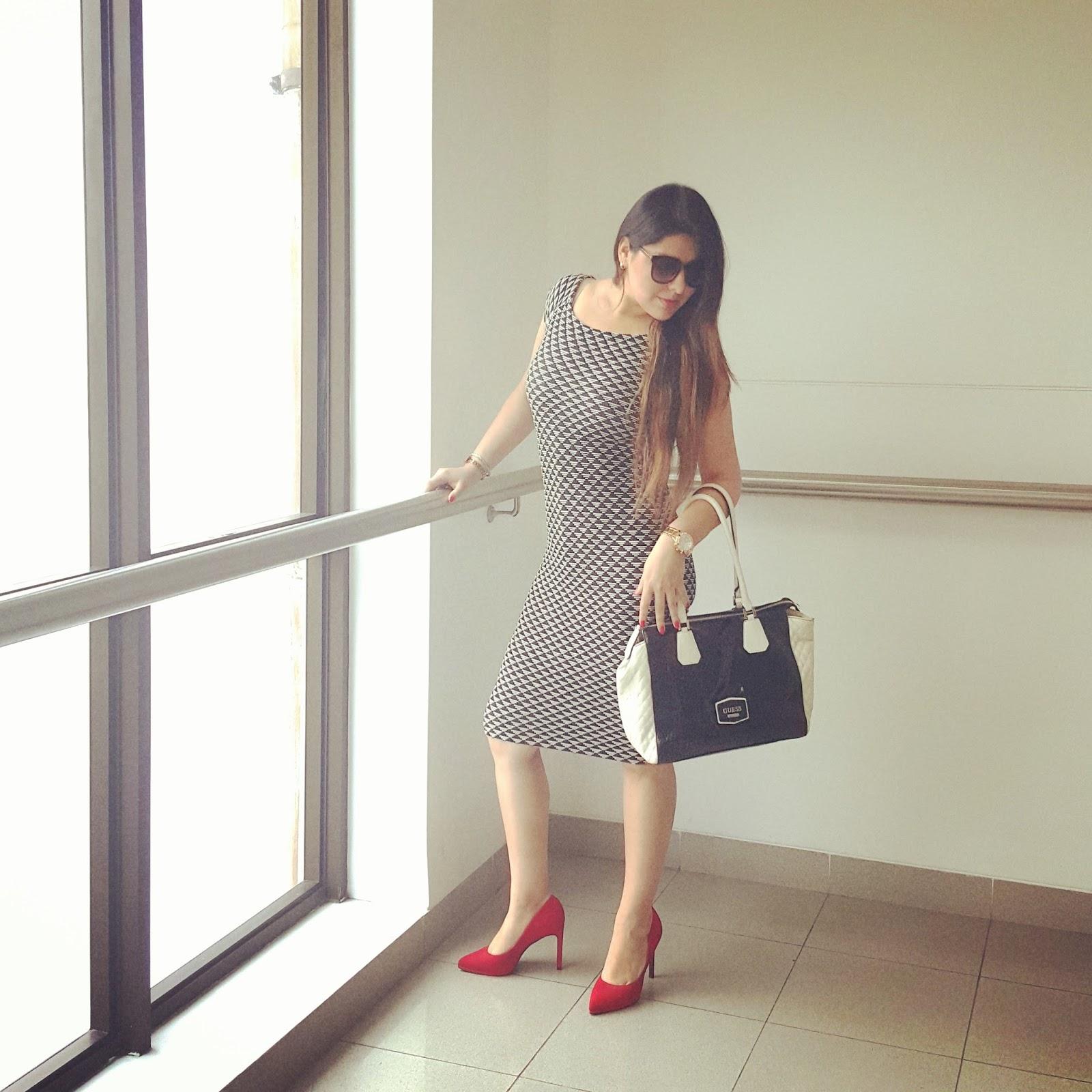 Zapatos para vestido negro con rayas blancas