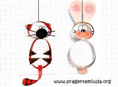 Móbile de animais com círculos de papel