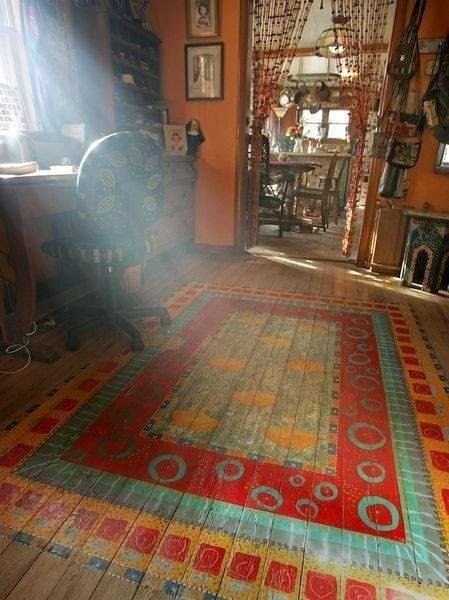 Der Selbermachen-Tipp: Pinseln Sie Ihren Perserteppich unverrückbar auf den Dielenboden!