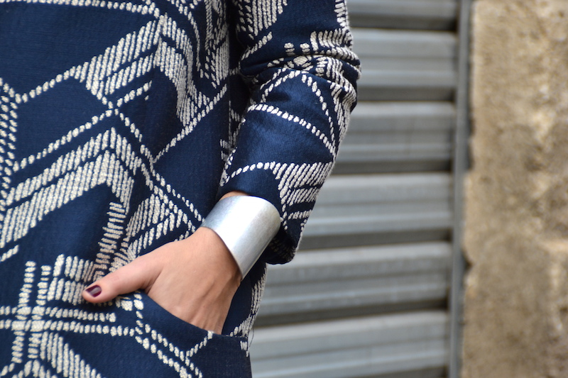 Veste Rym Opullence, pantalon gris forever21, top noir zara, escarpins gris H&M, pochette american vintage