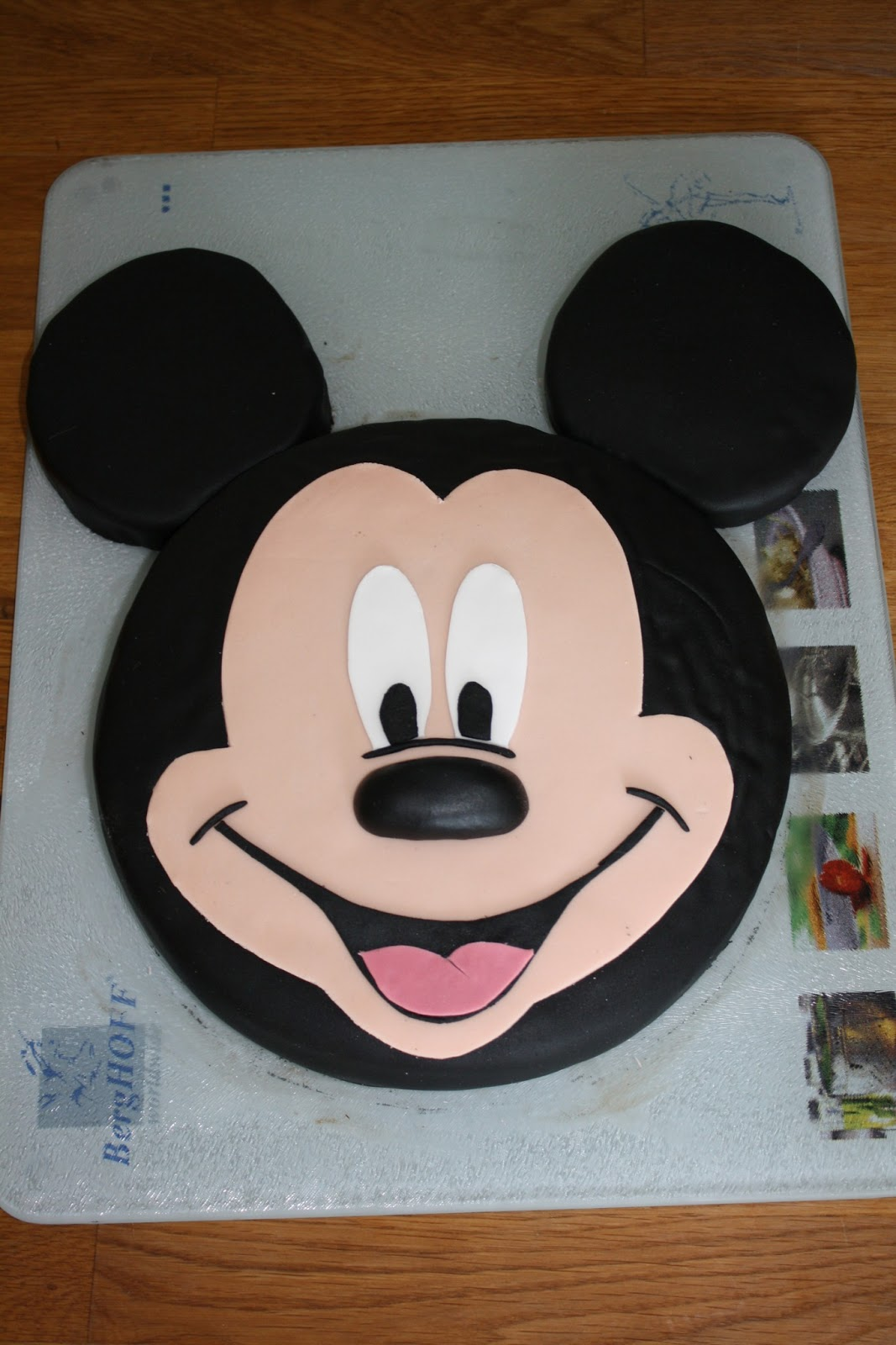 Gateau mickey gateauxamoi disney sweet kate cake - Revetement mural cuisine ikea ...