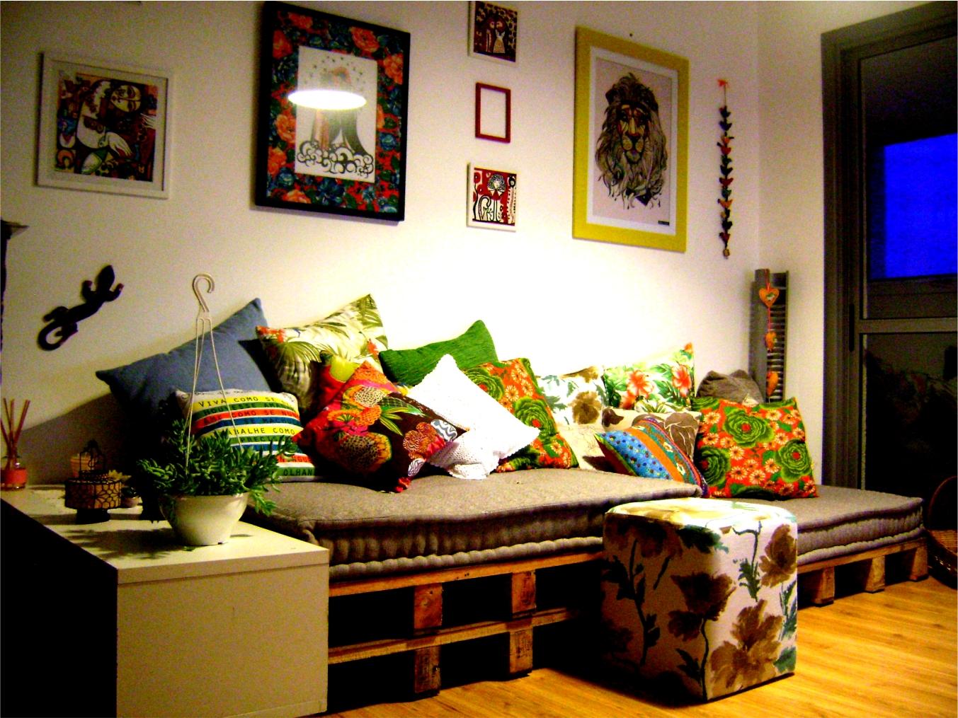 em casa ou então num cantinho na varanda relaxando num sofá desses #0400CB 1353x1015