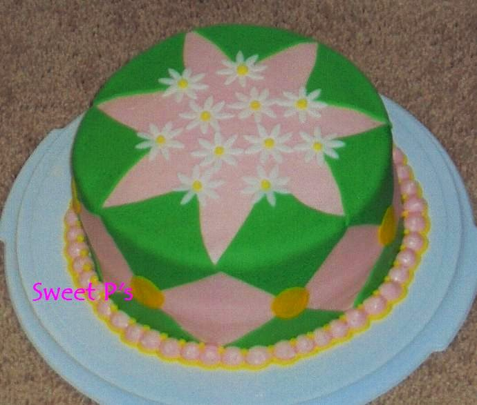 spring cake with daisies