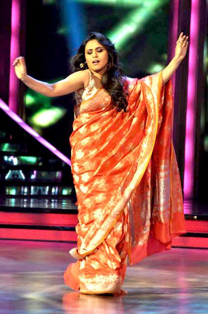 Rani Mukerji on the sets of 'Jhalak Dikhhla Jaa' to promote 'Aiyyaa'