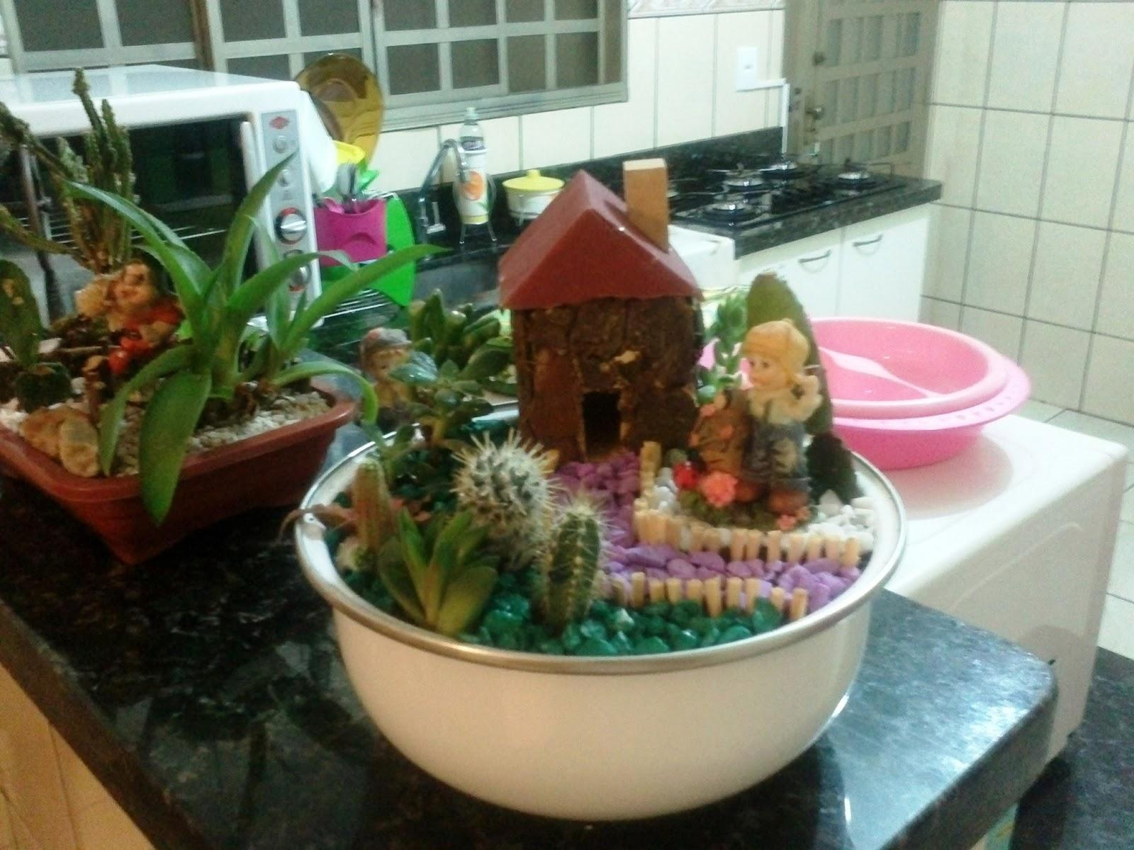 mini jardim suculentas: Suculentas.: Mini Jardim de Cactos e Suculentas em Bacia Esmaltada