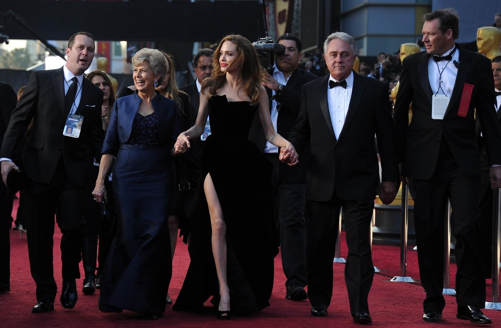 http://3.bp.blogspot.com/-GlRI3TjIRDw/UMN7MDvvFbI/AAAAAAAABiI/V1gK4CAXRWc/s1600/Angelina+Jolie+Oscars+2012+Photos.jpg