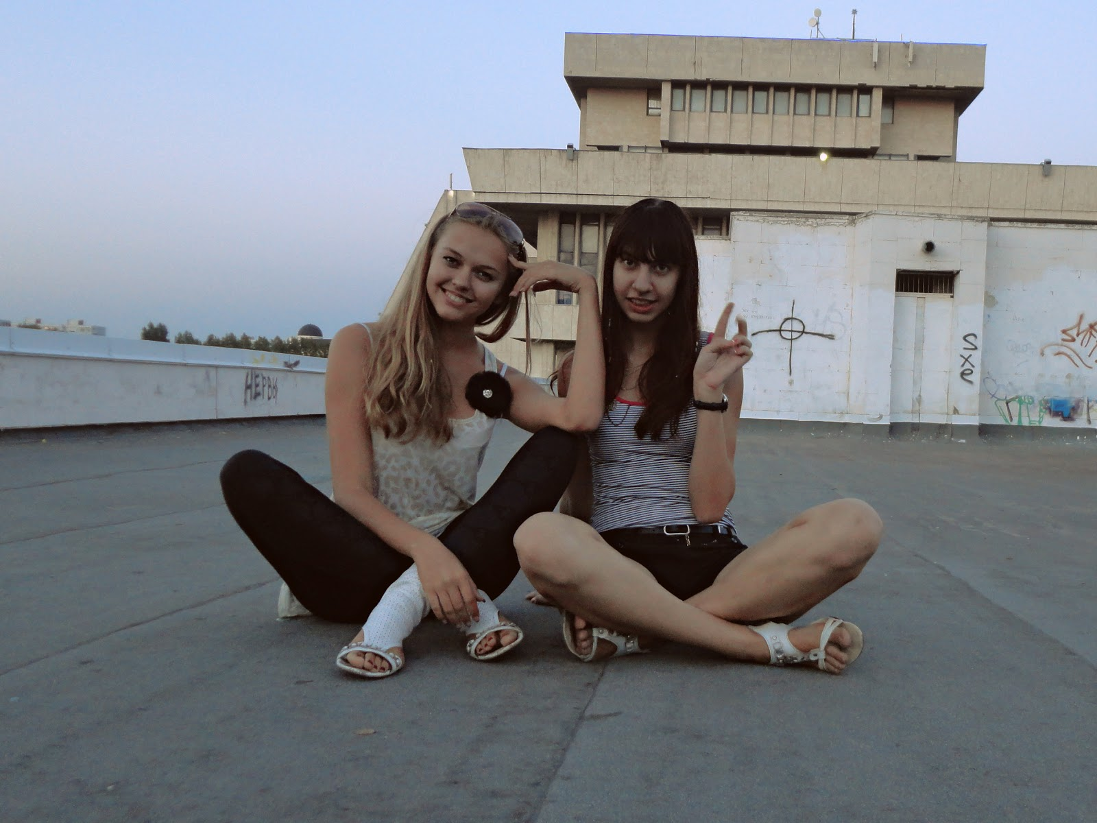 Вот эти девчонки видео в хорошем качестве 720 фотоография