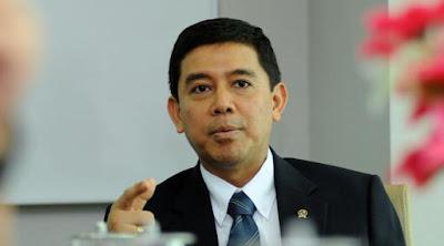 Menteri Yuddy Berjanji Segera Menyelesaikan Nasib Honorer K1