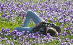 imagen dia de la primavera+mujer+flores