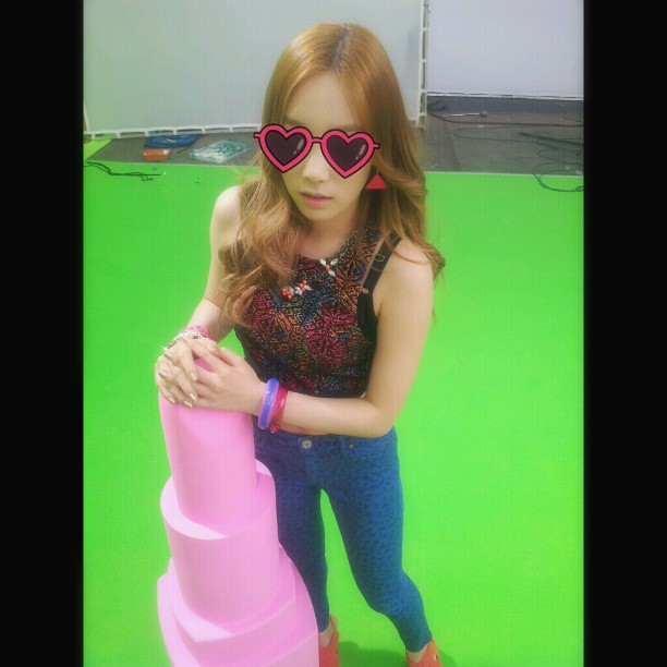 130405 Taeyeon Instagram Update: 'Hey :)'