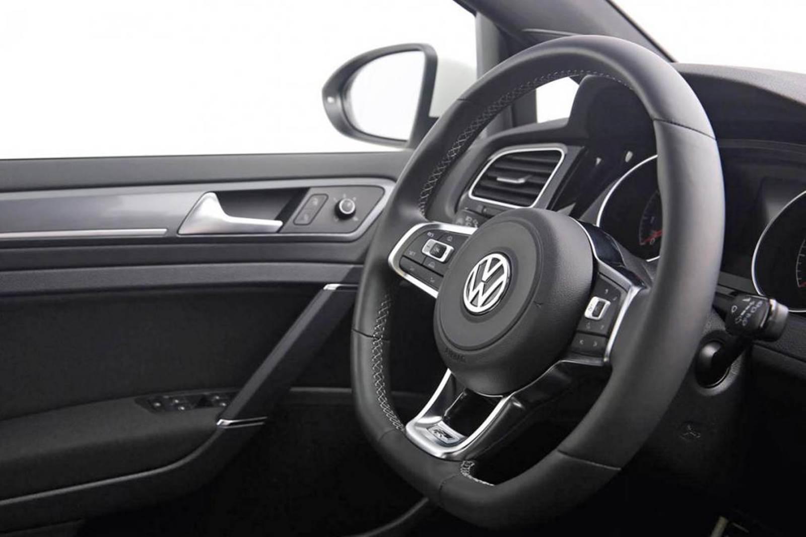 Volkswagen Golf TSI 2015 R-Line - interior
