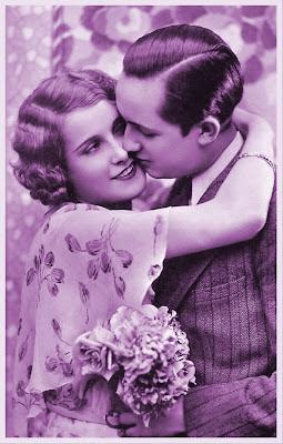 foto vintage con pareja antigua en tonos violetas