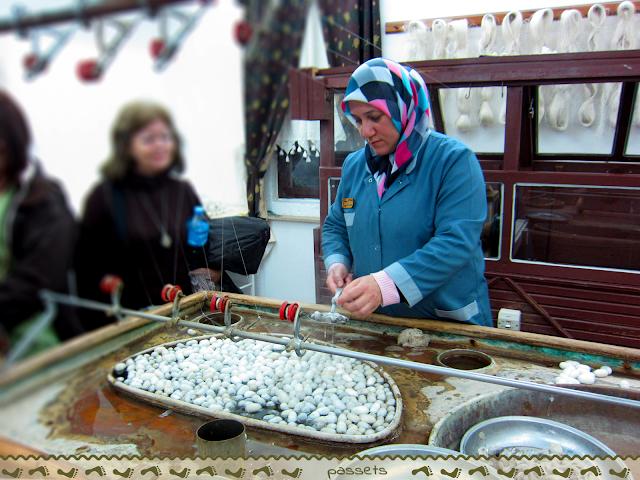 Cociendo capullos de seda