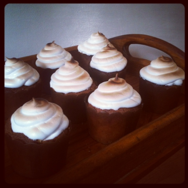 lemon delicious : LEMON MERINGUE CUPCAKES >> STARTS WITH CUPCAKES