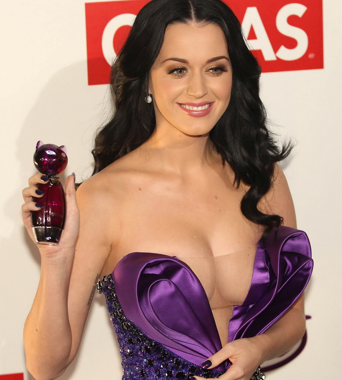 http://3.bp.blogspot.com/-GmFp8hJ_Pw8/TqF5d0sjD8I/AAAAAAAAAhs/QROSSZyr118/s1600/katy+peryy+hairstyles-hairstyles-junninho.blogspot.com-Katy-Perry-cleavage.jpg