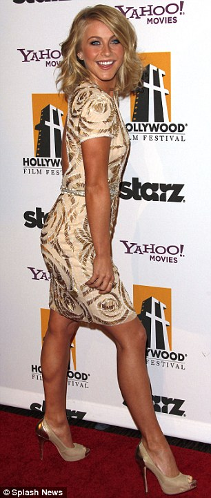Julianne Hough Hot Photos,Julianne Hough continues trend for low-cut outfits