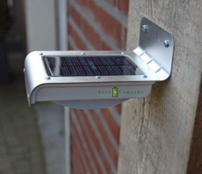 de led lamp gaat automatisch aan als het donker wordt en brandt dan in dim mode als er beweging wordt gedetecteerd door de beweging sensor