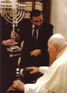 http://3.bp.blogspot.com/-Gmm5GwRnPDw/TlPS-G3VGVI/AAAAAAAABCI/4W7KM1NAa4M/s320/jp+2+synagogue+rome+1986.jpg