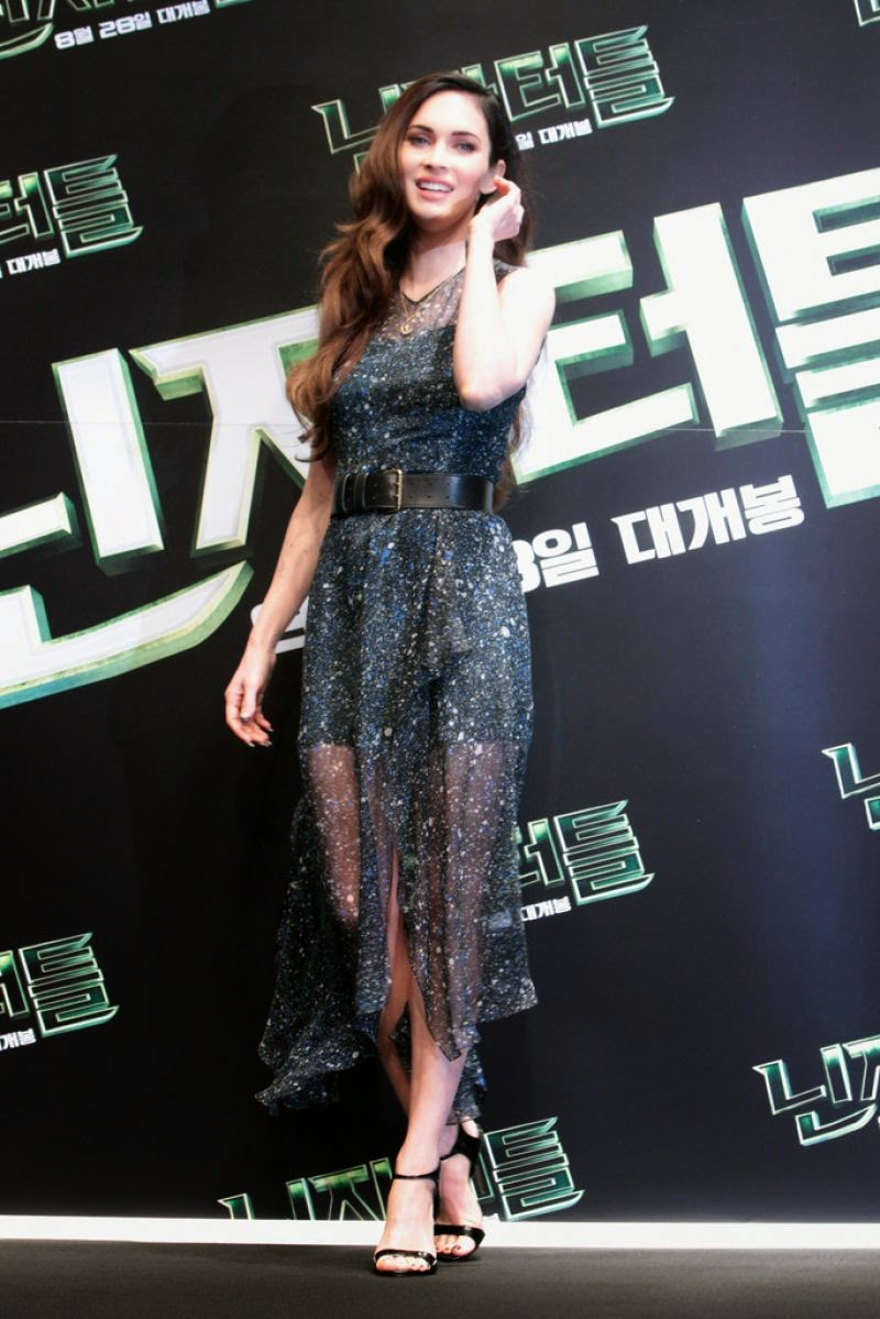Megan Fox is sultry in a Jonathan Sanders dress at 'The Teenage Mutant Ninja Turtles' Seoul Press Conference