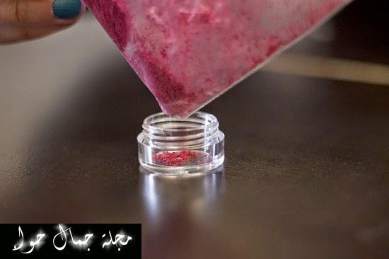 بالصور: كيف تصنعين طلاء أظافرك بدرجة لونك المفضلة من الآيشادو