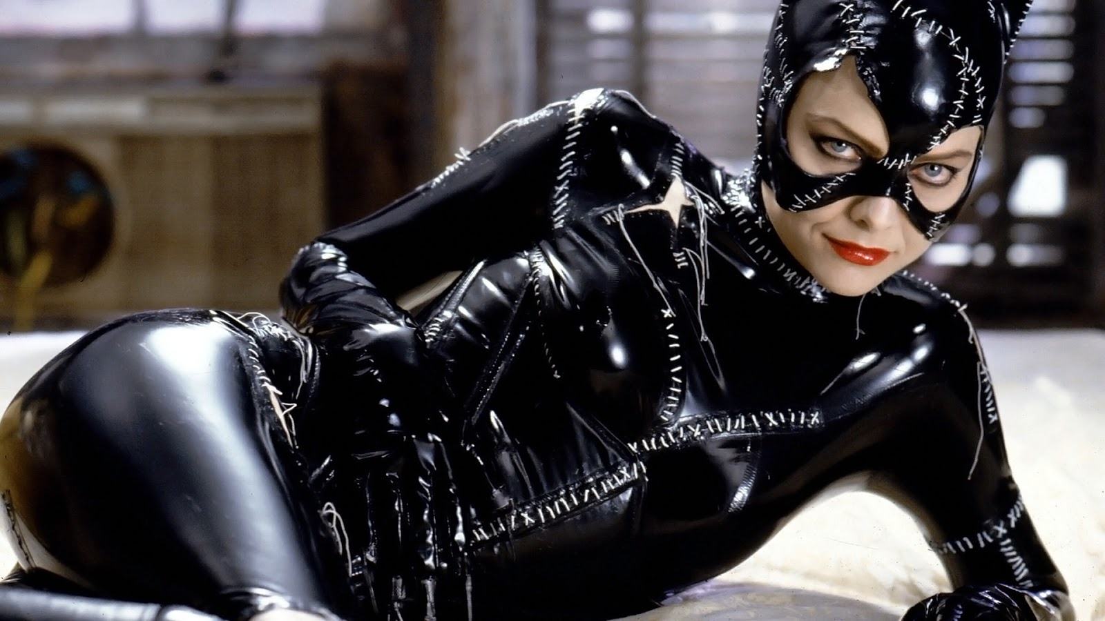 http://3.bp.blogspot.com/-Gn2I_Dhe_j4/UITLFORtRlI/AAAAAAAAEWQ/n-mFELFaTGM/s1600/michelle-pfeiffer-cat-women.jpg