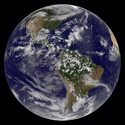 Foto Terbaru Bumi Kita dari Luar Angkasa