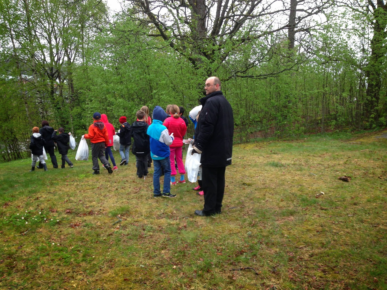 Miljöpartiets kommunalråd Tom Andersson på Skräpplockardagarna 2014