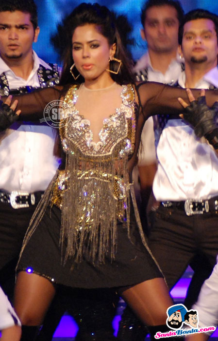 , Kareena, Malaika, Neha Performa At Credai Real Estate Awards Photos 2012