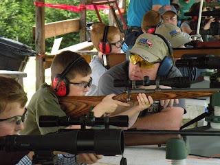 Crianças, armas de brinquedo e o esporte do tiro