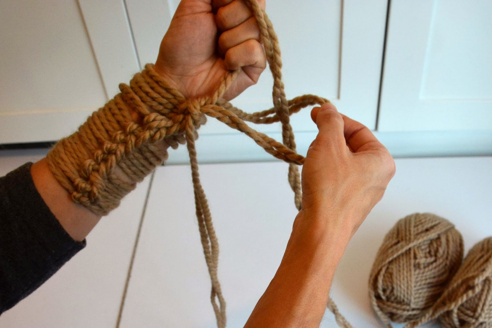 Arm Knitting Tutorial : Aesthetic nest knitting arm knit infinity cowl tutorial