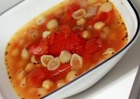 Sopa de Grão-de-Bico, Tomate e Macarrão (vegana)