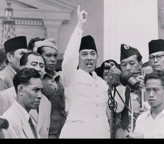 """""""Siapa dan Mengapa"""" Pemuda Indonesia ?"""
