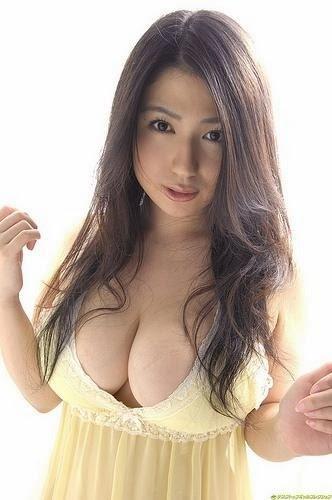 10 Model Jepang Berpayudara Indah