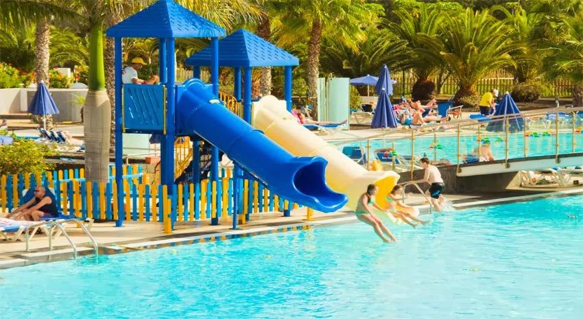 Hoteles para ni os playa blanca lanzarote hotel thb for Piscinas con toboganes