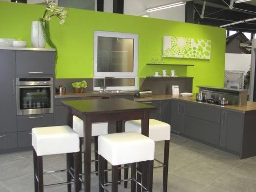 Cocinas color verde colores en casa for Color paredes para muebles oscuros