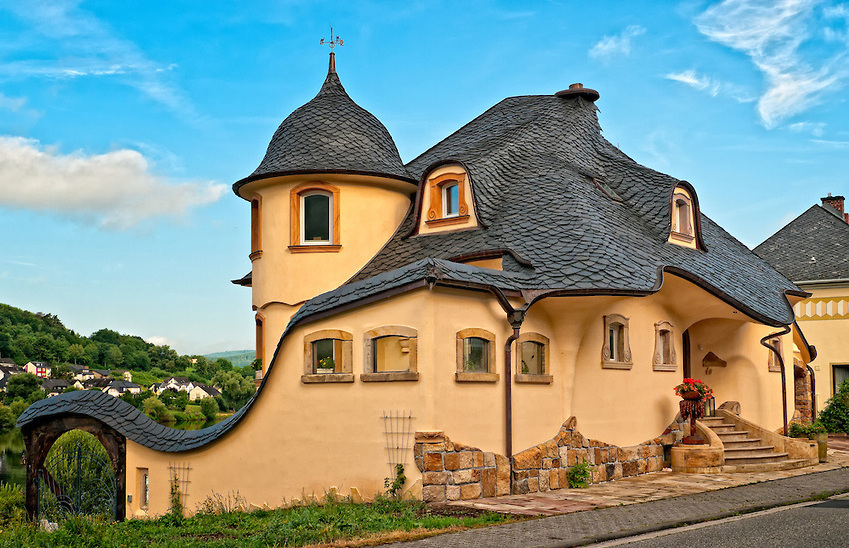 25 Wild & Wonderful Fantasy Homes